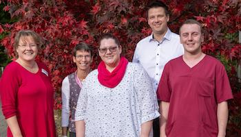 Basisqualifikation: Zwei neue Pflegehelfer für Stormarn